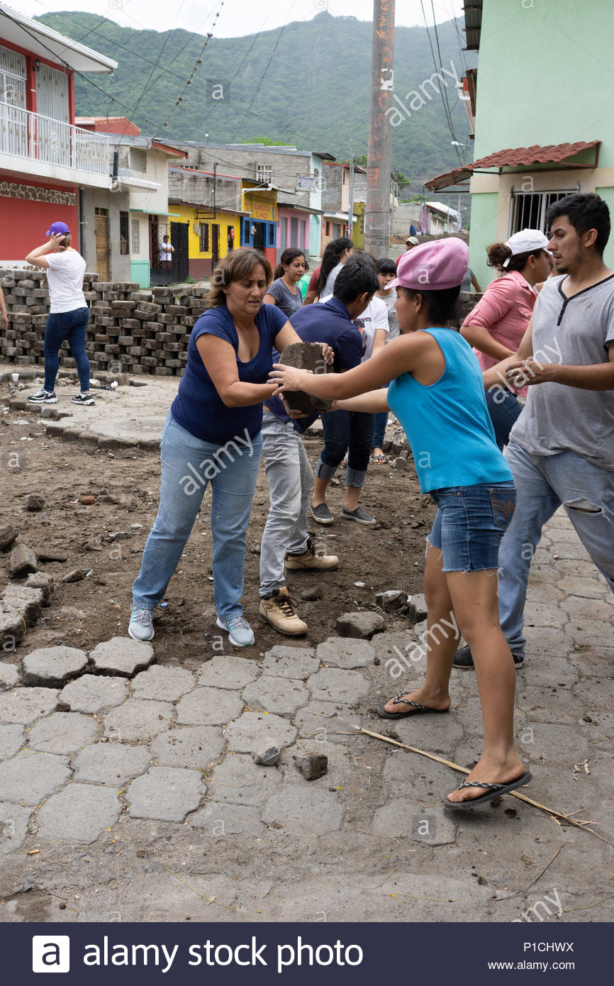 Jinotega, Nicaragua. 11th June, 2018. Building barricades for neighborhood defense, Jinotega, Nicaragua, June 2018 Credit: Rebecca Brown/Alamy Live News Stock Photo