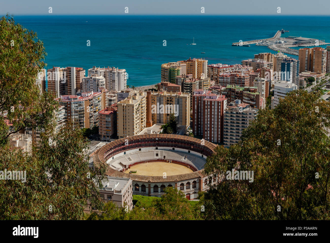 malagueta-bullring-plaza-de-toro-la-malagueta-malagas-bullring-city-skyline-and-harbour-in-malaga-spain-P3AARN.jpg