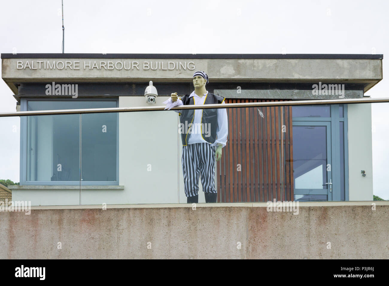 pirate-overlooking-the-harbour-in-baltimore-ireland-part-of-pirate-week-the-dummy-in-pirates-costume-stands-guard-outside-the-harbour-offices-P3JR6J.jpg