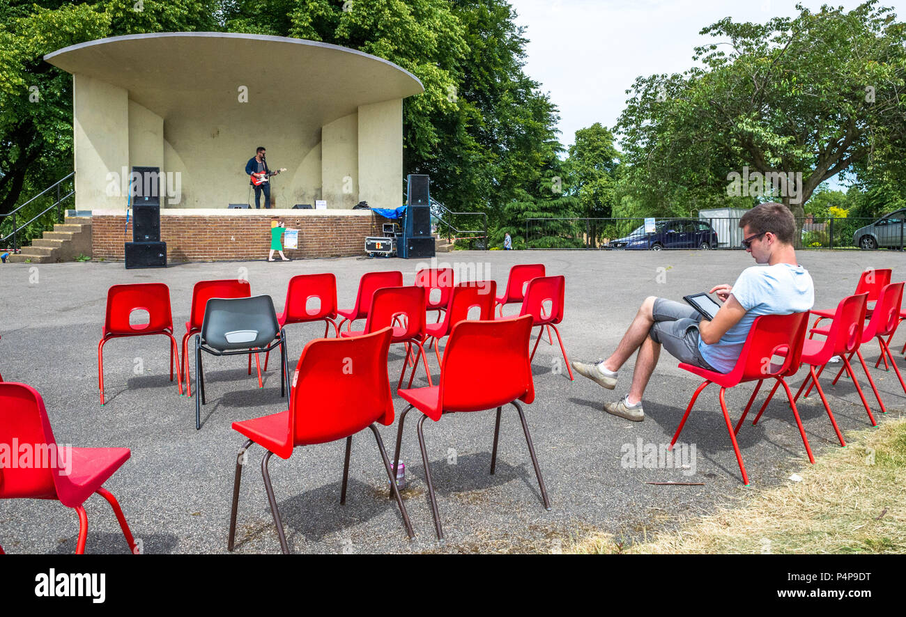 mansfield-woodhouse-nottinghamshire-england-uk-23rd-june-2018-not-so-popular-stage-singer-at-the-annual-mansfield-woodhouse-summer-carnival-despite-warm-and-sunny-weather-alan-beastallalamy-live-news-P4P9DT.jpg