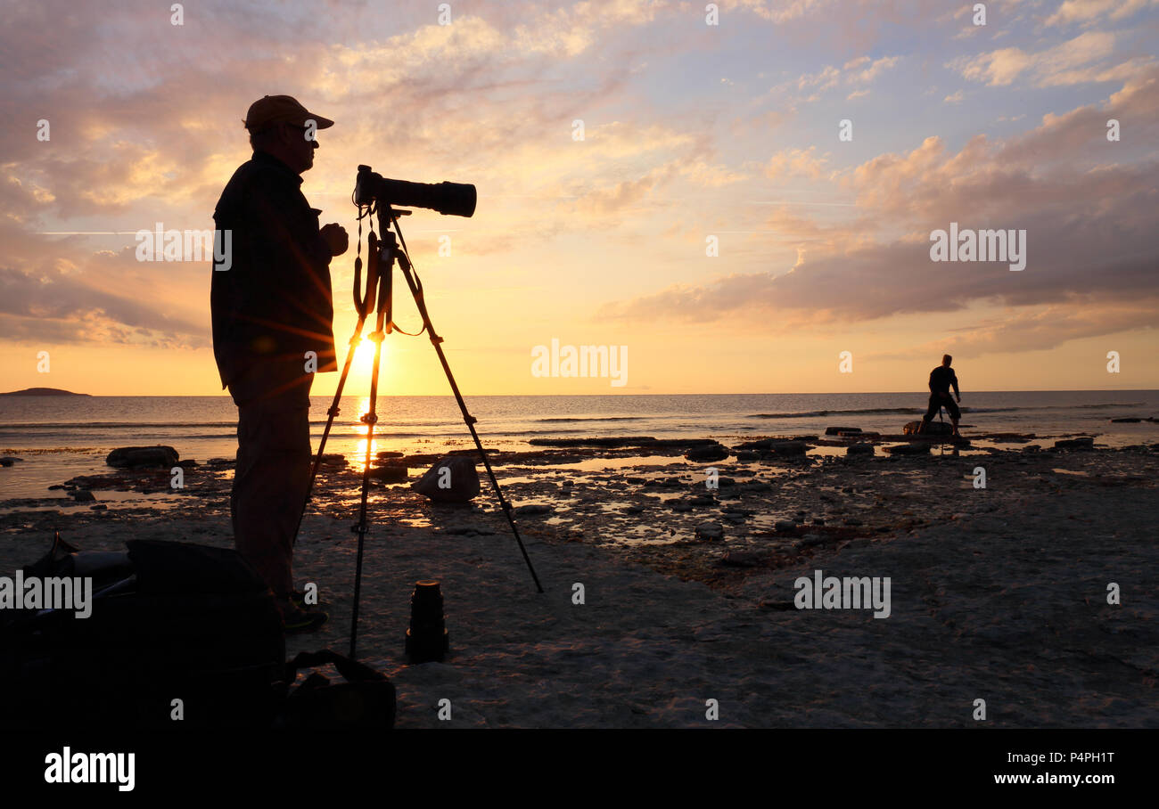 nature-photographers-working-at-sunset-t