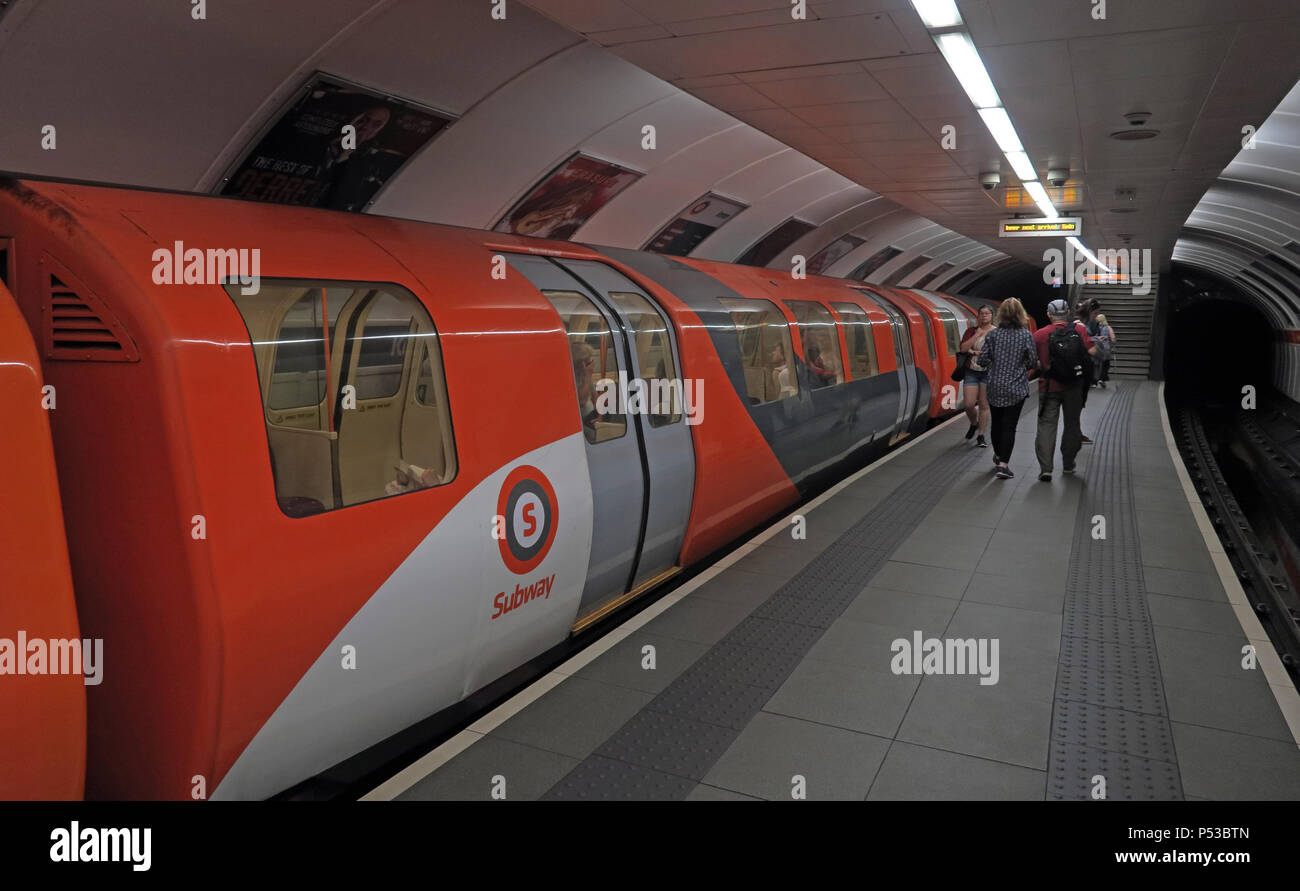 GoTonySmith,@HotpixUK,subway,railway,city centre,train,transport,passenger,passengers,orange,rolling stock,Metro Cammell,Glasgow District Subway,narrow guage,Outer Circle,Inner Circle,integrated,electric,branding,corporate identity,people,leaving,platform,Orange white,white,Orange and White Train,leaving platform