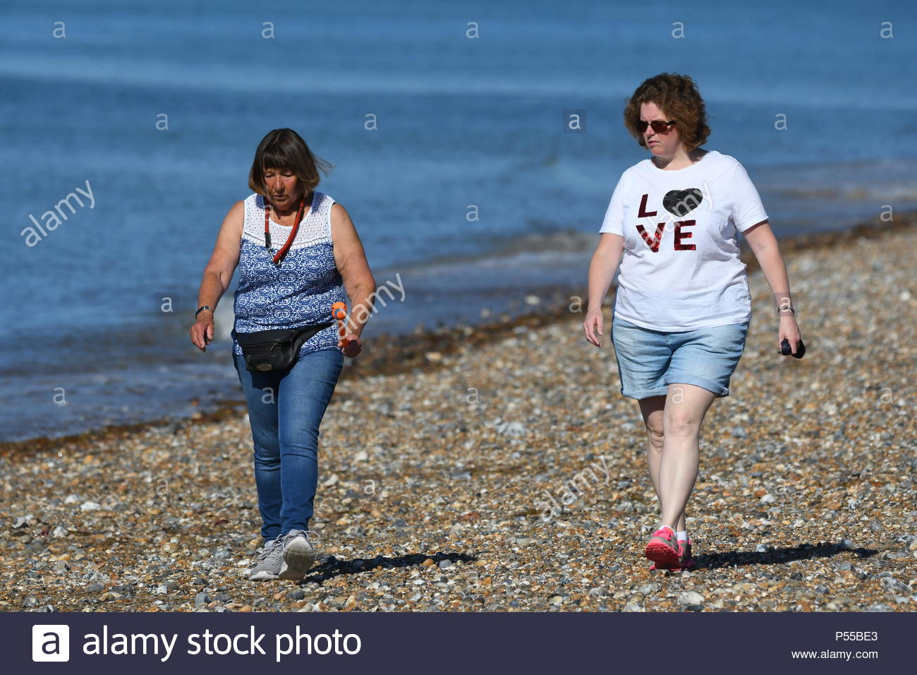 Littlehampton, UK. Monday 25th June 2018. People enjoying the sunshine on the beach on a very warm and sunny morning in Littlehampton, on the South Coast. Credit: Geoff Smith / Alamy Live News. Stock Photo