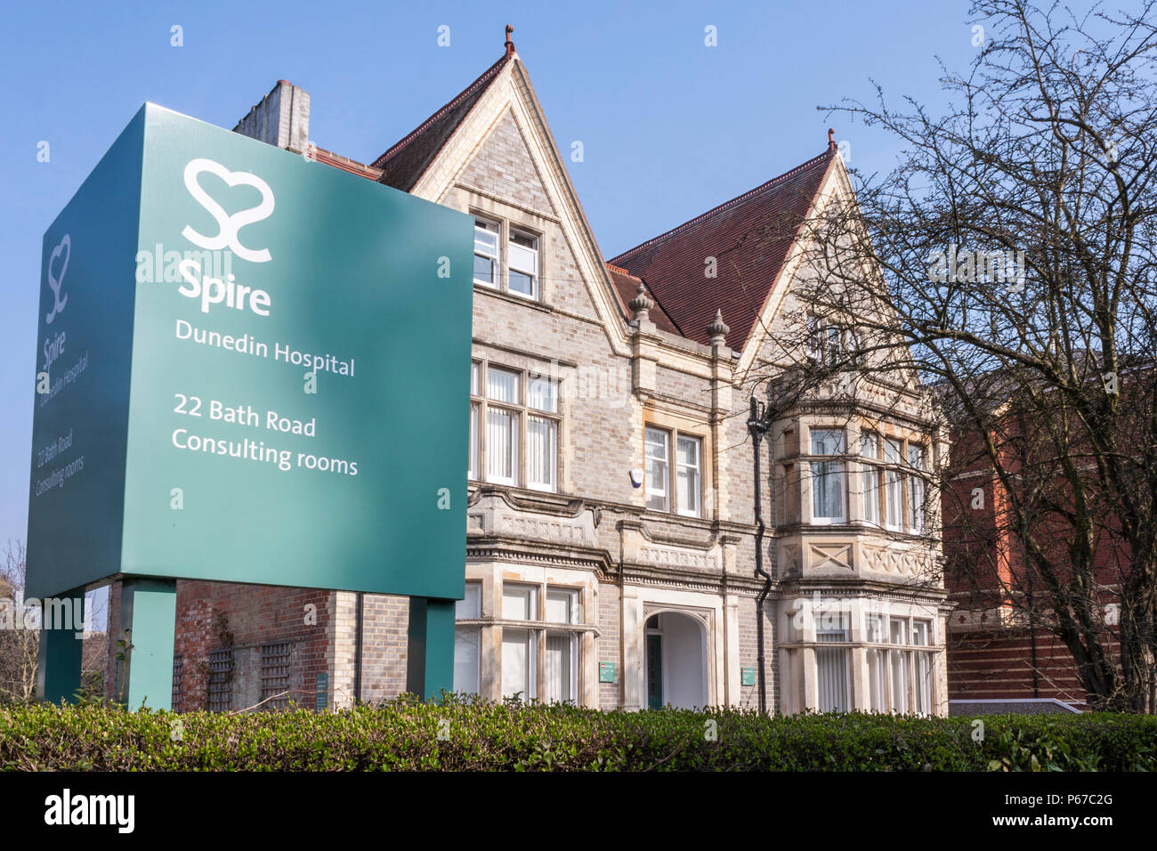 exterior-of-dunedin-hospital-consulting-rooms-a-part-of-spire-healthcare-in-reading-berkshire-england-gb-uk-P67C2G.jpg