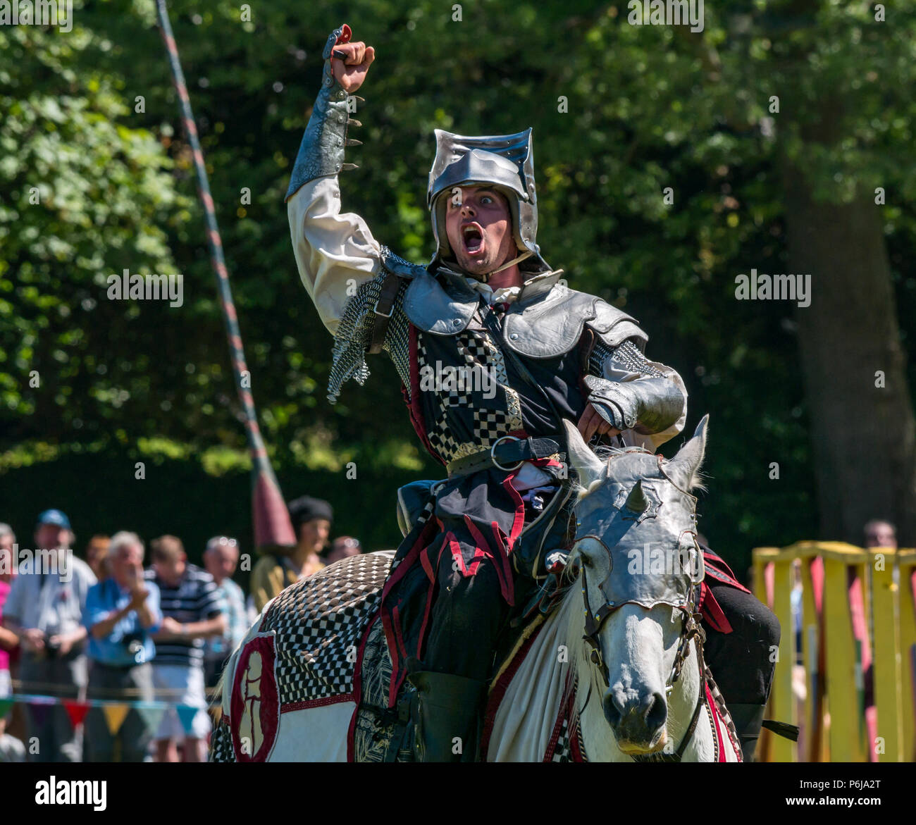 jousting-and-medieval-fair-at-linlithgow