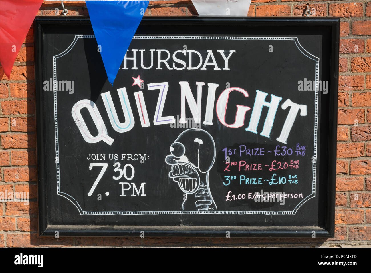 notice-giving-information-about-a-weekly-thursday-quiz-night-on-the-exterior-of-a-pub-in-guildford-surrey-uk-P6MXTD.jpg