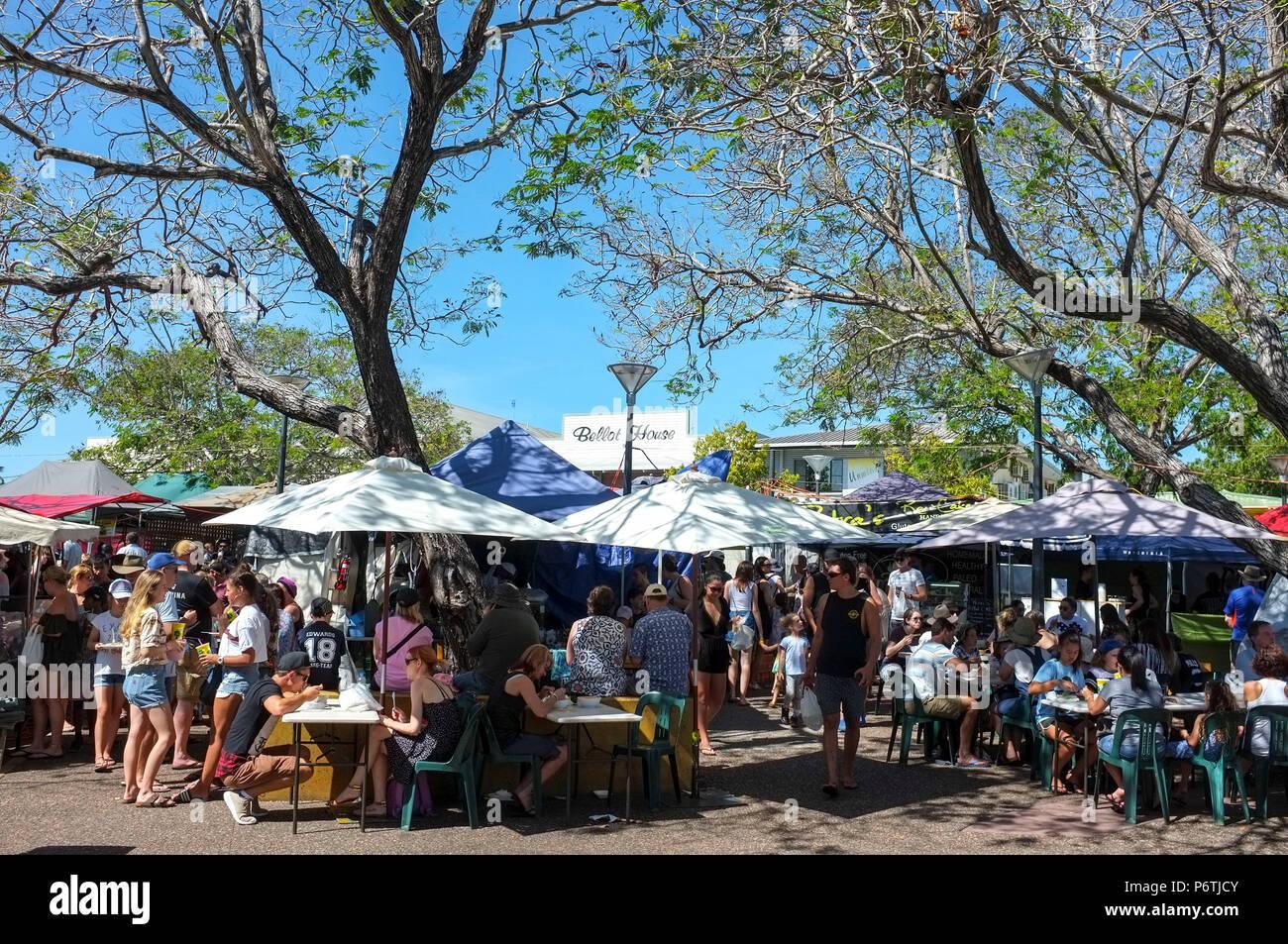 people-enjoying-the-parap-market-in-darw