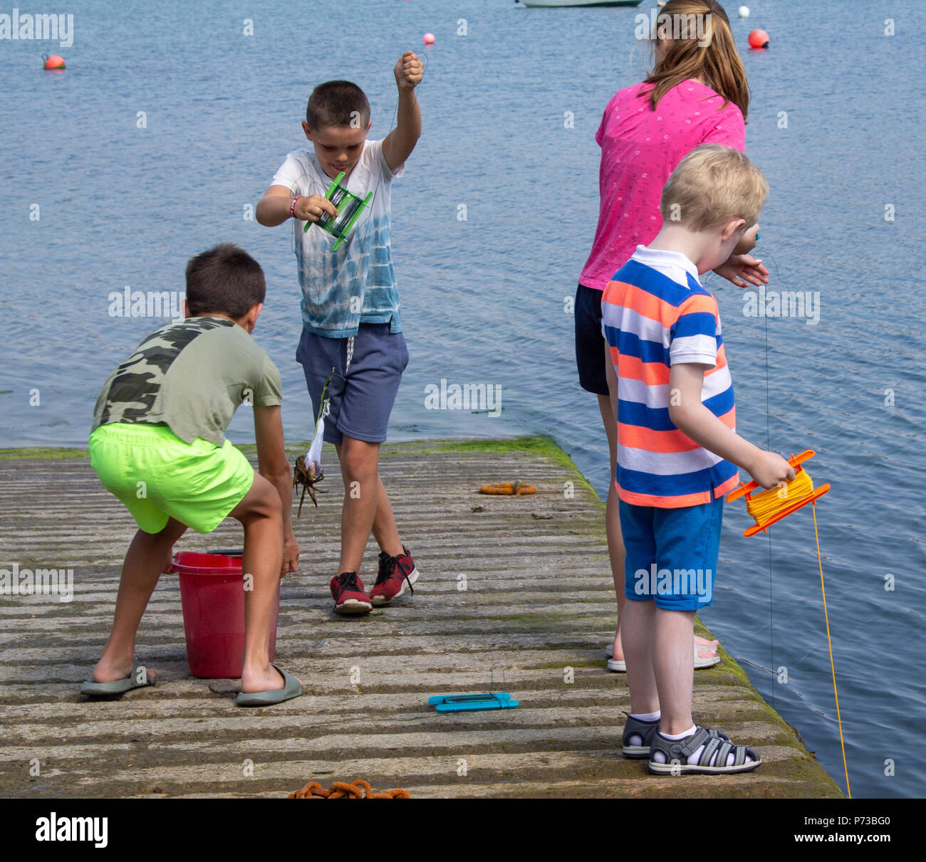 castletownshend-west-cork-ireland-4th-july-2018-mums-and-children-fishing-for-crabs-beside-the-slipway-in-castletownshend-on-yet-another-gloriously-sunny-afternoon-credit-aphperspectivealamy-live-news-P73BG0.jpg