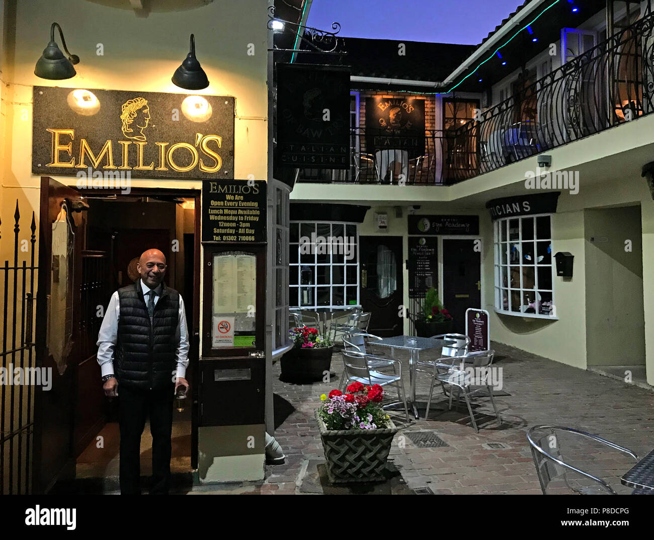 @HotpixUK,GoTonySmith,South,Yorkshire,England,UK,Bawtry,market town,market,town,Emilio,DN10,DN10 6LS,at dusk,dusk,evening,in the evening,Roman,1992,cuisine,local,eating,place,outside,tables outside,tables,chairs,al-fresco,al fresco,alfresco