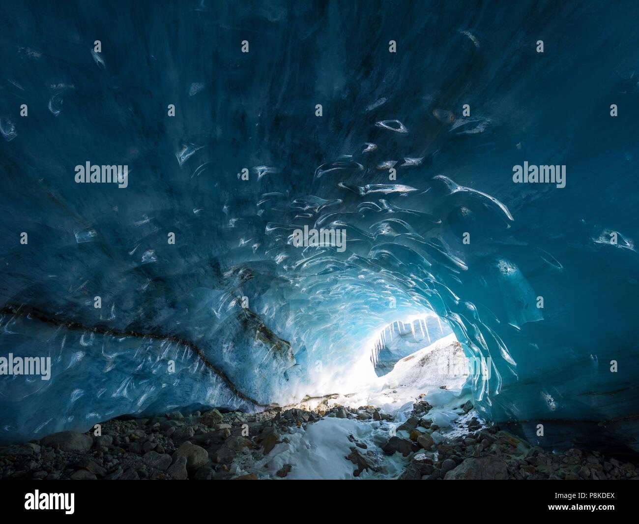 ice-cave-P8KDEX.jpg