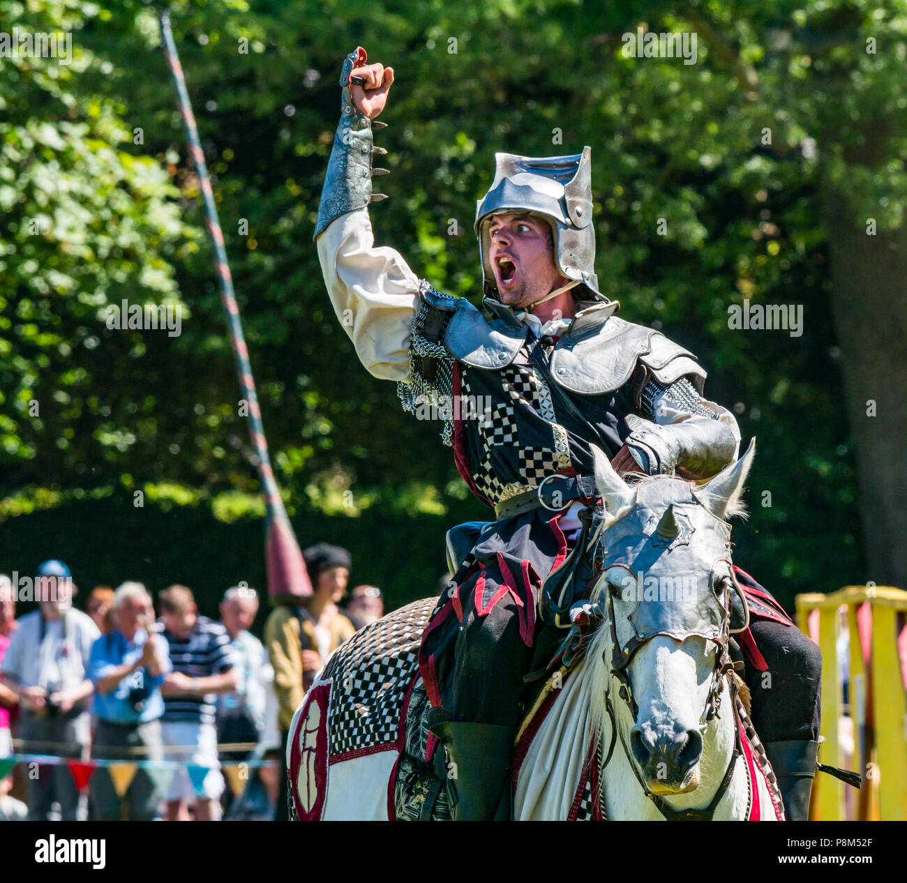medieval-jousting-linlithgow-palace-scot