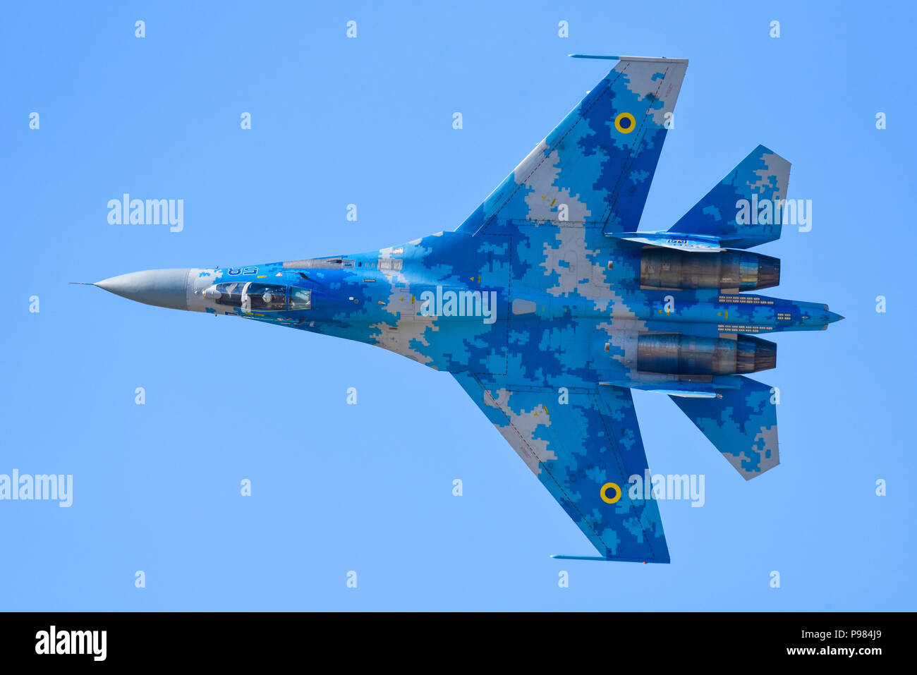 ukrainian-sukhoi-su-27-flanker-at-royal-international-air-tattoo-riat-2018-raf-fairford-russian-jet-fighter-flying-airshow-air-display-P984J9.jpg