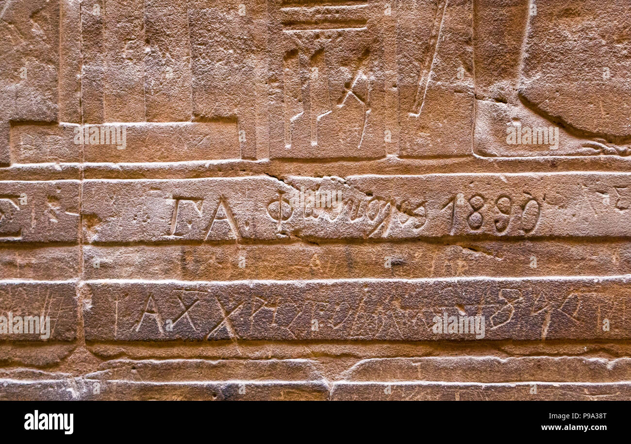 close-up-detail-of-ancient-egyptian-hier