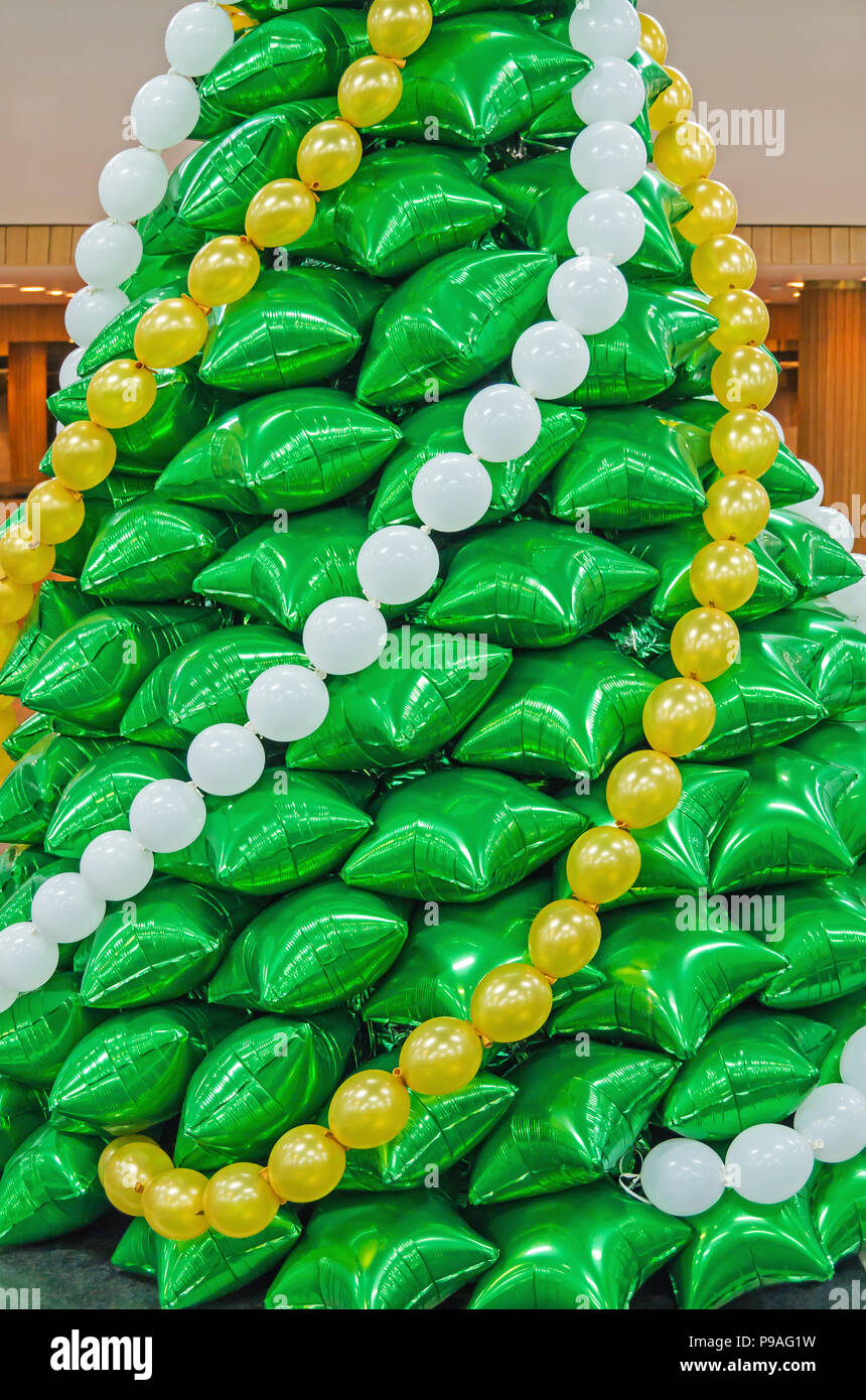 creative-christmas-tree-made-of-inflatab