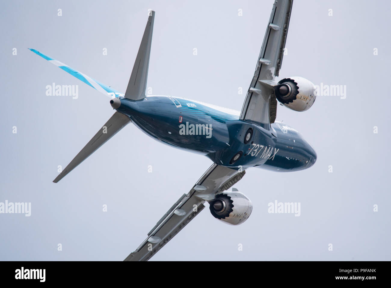 boeing-737-700-max-airliner-jet-plane-at-farnborough-airport-hampshire-uk-farnborough-international-airshow-2018-aerospace-trade-event-P9FANK.jpg