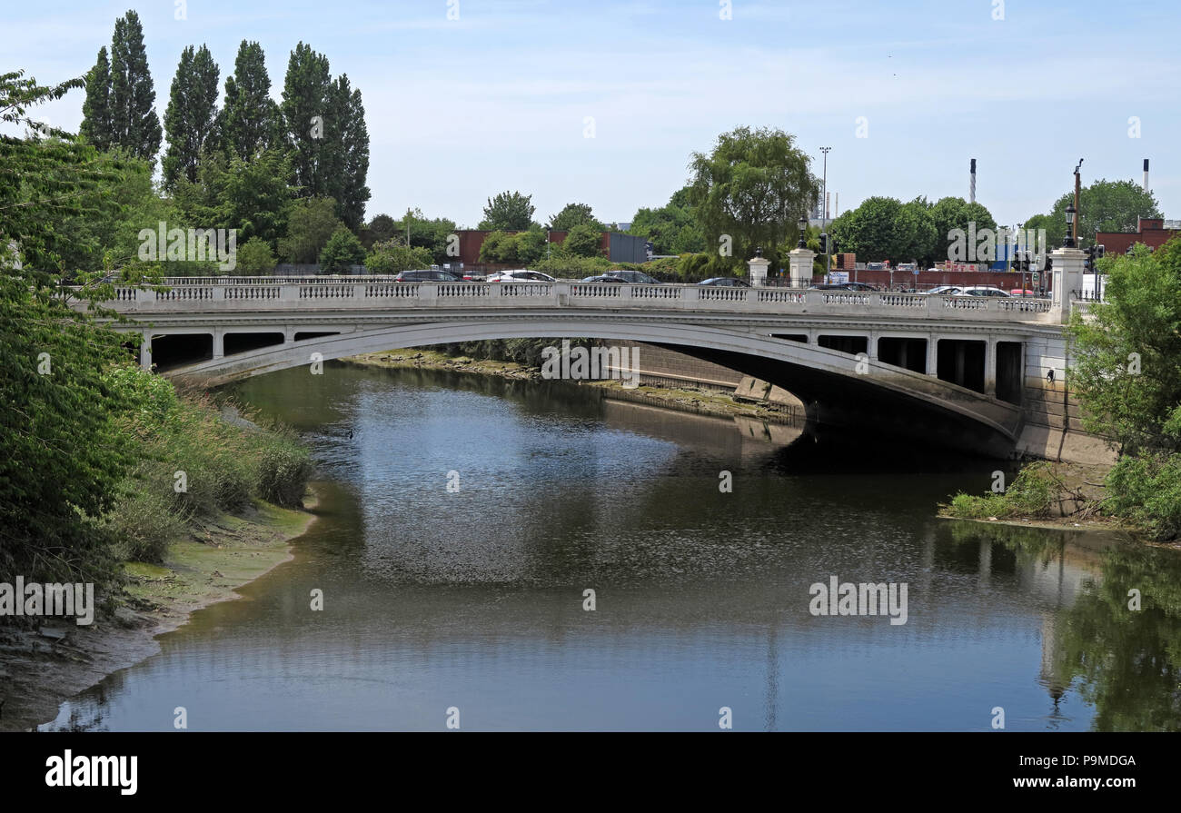 @HotpixUK,GoTonySmith,Bridge,Cheshire,England,North West,North West England,wide,summer,GB,Great Britain,water,river,waterway,tidal,road,bottleneck,A49,A50,spring,traffic notices,traffic,information,road network,Mersey crossing,Warrington Mersey Crossing,chaos,Wilderspool Causeway,Warrington News,warrington Town News,riverside,Bridgefoot roadworks,Bridge foot roadworks,congestion,traffic congestion,bridge,bridge st,bridge street,WA1
