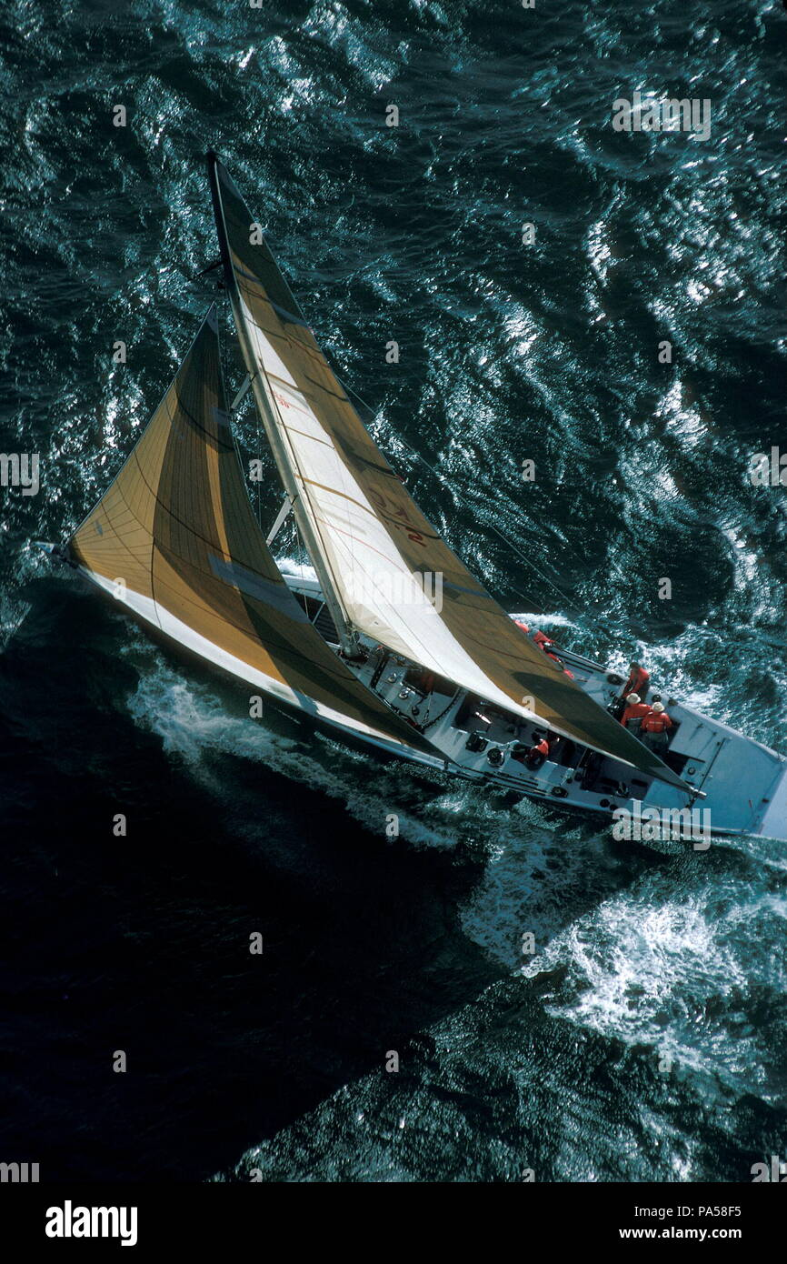 AJAXNETPHOTO. 1986. FREMANTLE, AUSTRALIA - AMERICA'S CUP - 12M CHALLENGER CANADA II DESIGNED BY BRUCE KIRBY.  PHOTO : JONATHAN EASTLAND / AJAX  REF:1986 Stock Photo