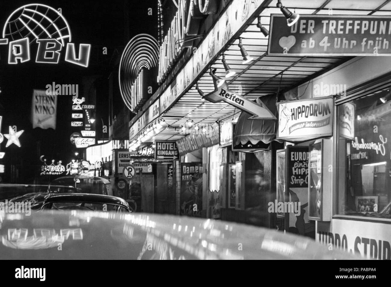 1960s-black-and-white-night-photo-of-the