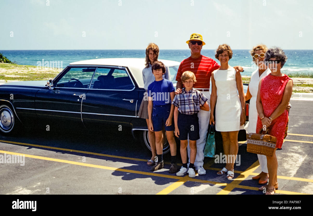 1960s-american-family-group-portrait-wit