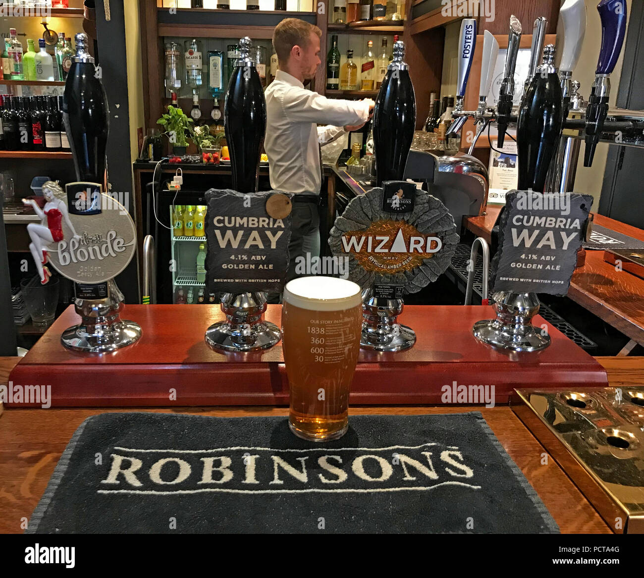 GoTonySmith,@HotpixUK,ale,beer,beers,brewery,brewers,pump,pumps,hand pull,Trouper,South Warrington,England,Stockport,Stockport Brewery,Stockport Brewer,Manchester,Brewery,realale,real ale,real ales,village,bar,towel,beer towel,on a bar,Parr Arms,Grappenhall,Warrington,Cheshire,North West England,UK,Frederic,Robinson,hand pull pump,Trooper,Robinsons ales on a bar,landlord,barman,Unicorn