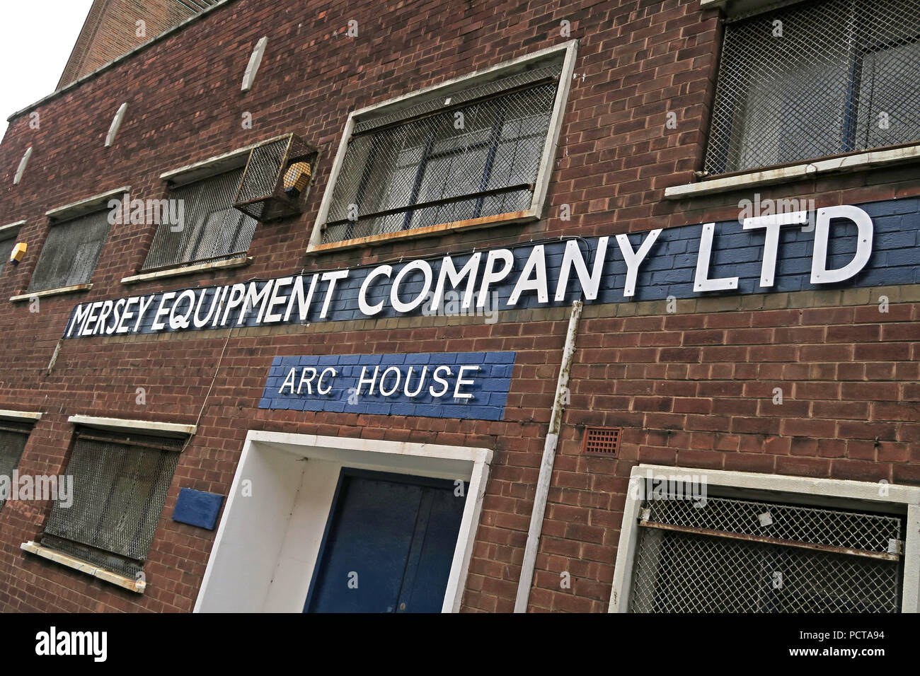GoTonySmith,@HotpixUK,UK,Welding supplies,Supplies,building,entrance,outside,exterior