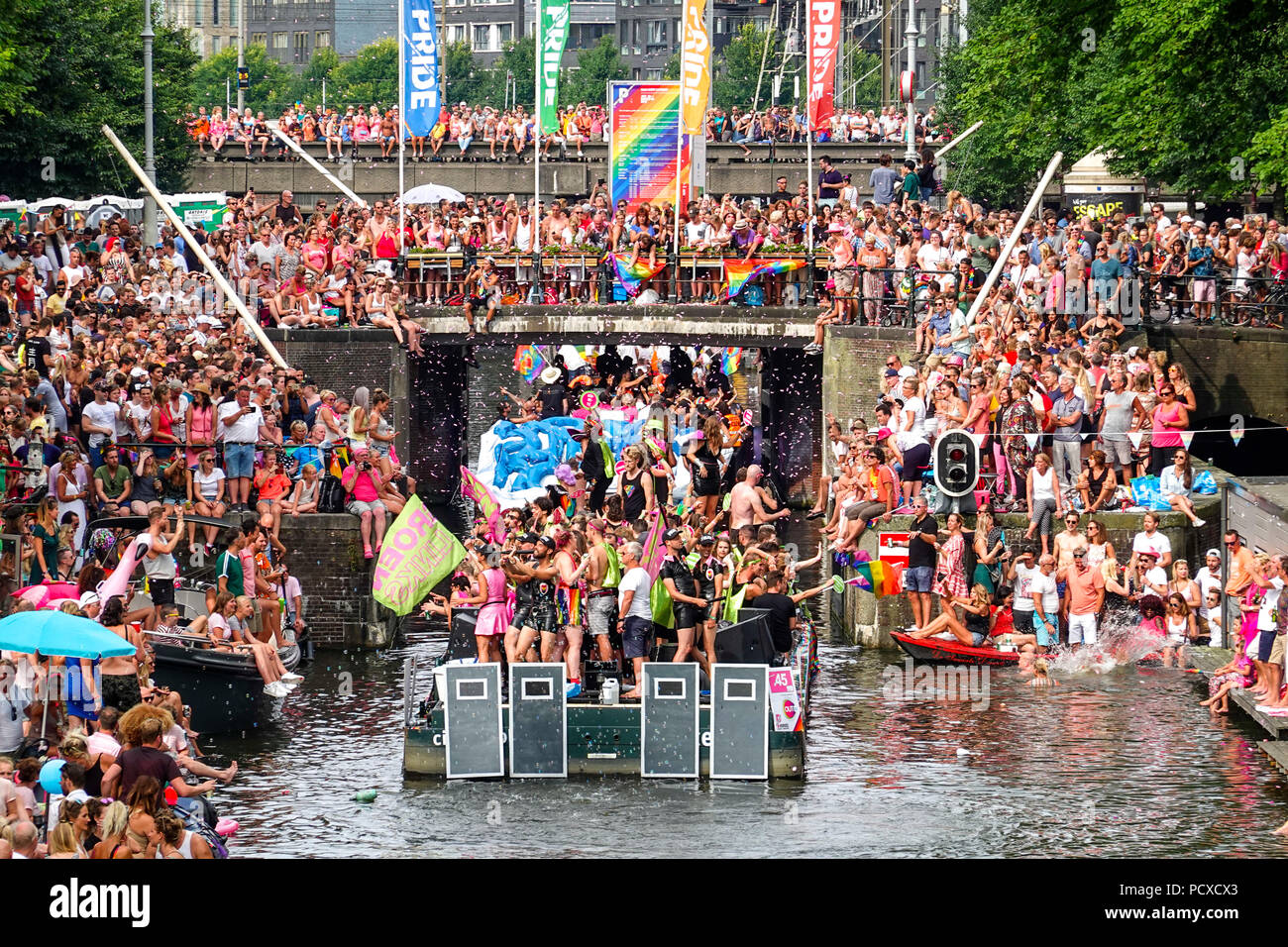 https://c7.alamy.com/comp/PCXCX3/amsterdam-netherlands-august-4-2018-hundreds-of-thousands-of-visitors-lined-the-canals-for-the-annual-canal-pride-credit-wiskerkealamy-live-news-PCXCX3.jpg