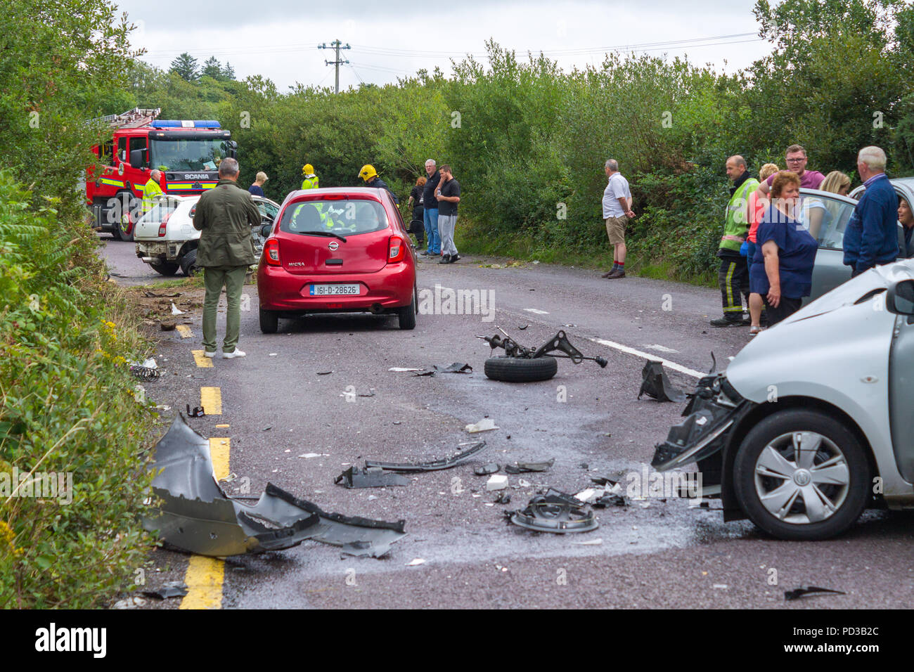Ballydehob, West Cork, Ireland. 6th August, 2018. The main N71 between Ballydehob and Skibbereen was blocked this afternoon due to a multi vehicle accident. Fire Appliances from Skibbereen and Schull were in attendance very quickly as were the Ambulances from the local area. Miraculously only minor injuries were sustained with 1 person sent on to hospital. Credit: aphperspective/Alamy Live News Stock Photo