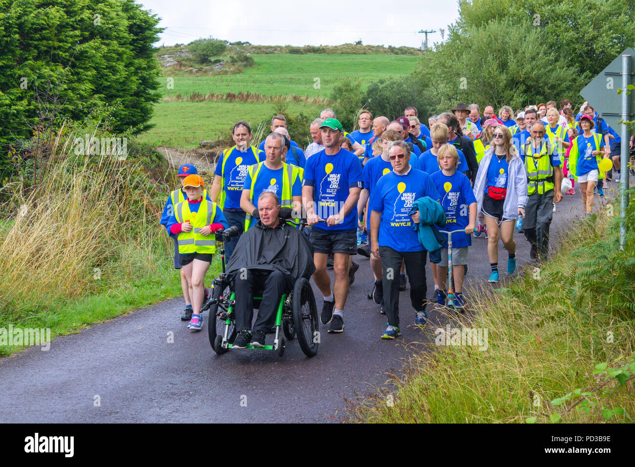 ballydehob-west-cork-ireland-6th-august-2018-father-tony-coote-today-completed-his-epic-walk-while-you-can-walk-to-raise-awareness-for-the-irish-motor-neurone-disease-association-father-tony-coote-already-a-sufferer-of-motor-neurone-disease-started-back-on-10th-july-in-letterkenny-donegal-and-finished-today-6th-august-in-ballydehob-west-cork-a-total-of-545km-he-was-joined-for-the-final-stage-by-a-huge-crowd-of-fellow-walkers-and-well-wishers-who-accompanied-him-into-ballydehob-credit-aphperspectivealamy-live-news-PD3B9E.jpg