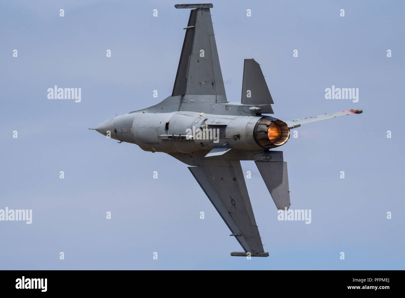 lockheed-martin-f-16-fighting-falcon-fighter-jet-plane-at-the-farnborough-international-airshow-of-480th-fighter-squadron-from-spangdahlen-germany-PFPMEJ.jpg
