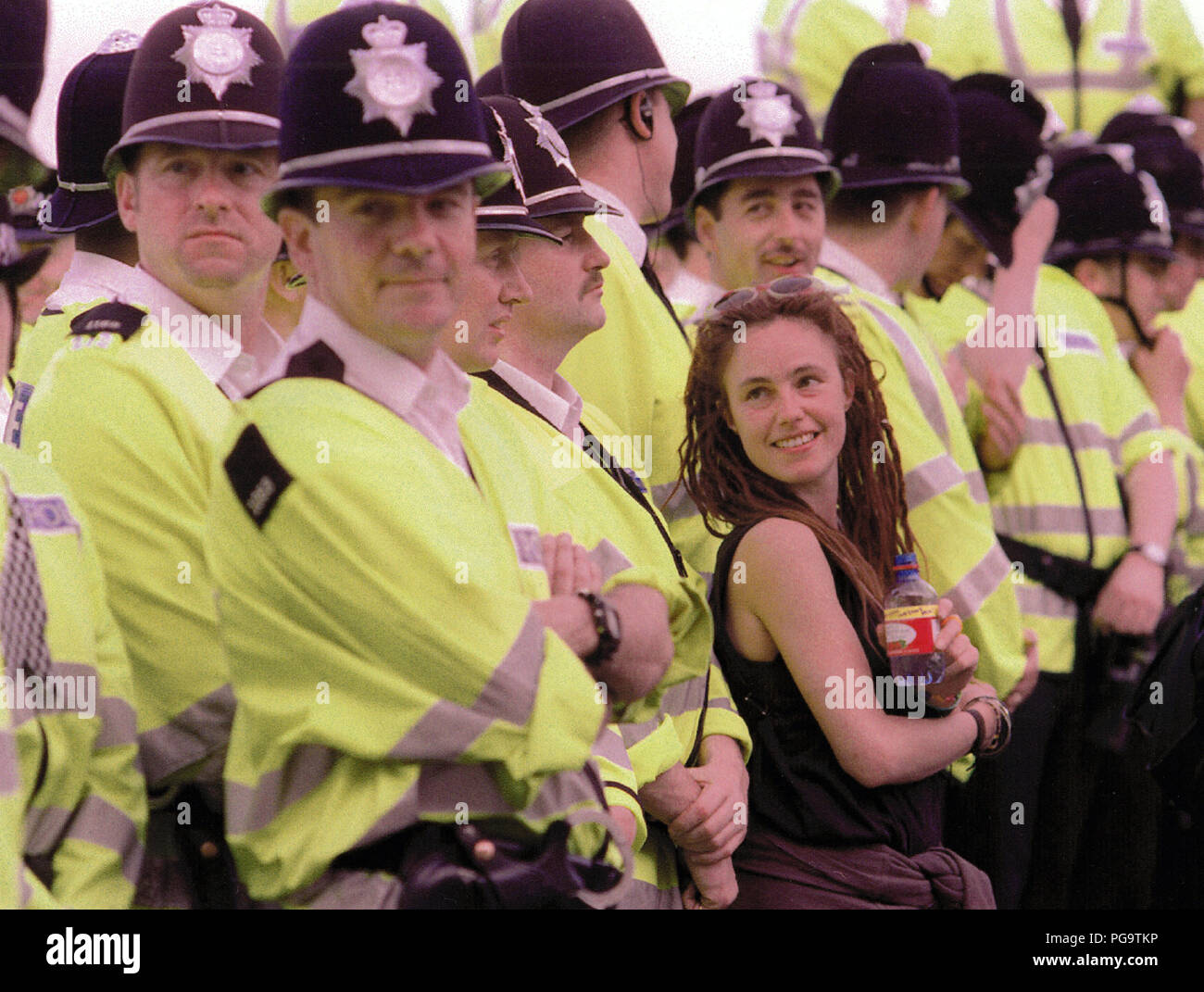 All smiles as a woman joins in with the Police lines at a Free The Streets demonstration, Birmingham, circa 2001 Stock Photo