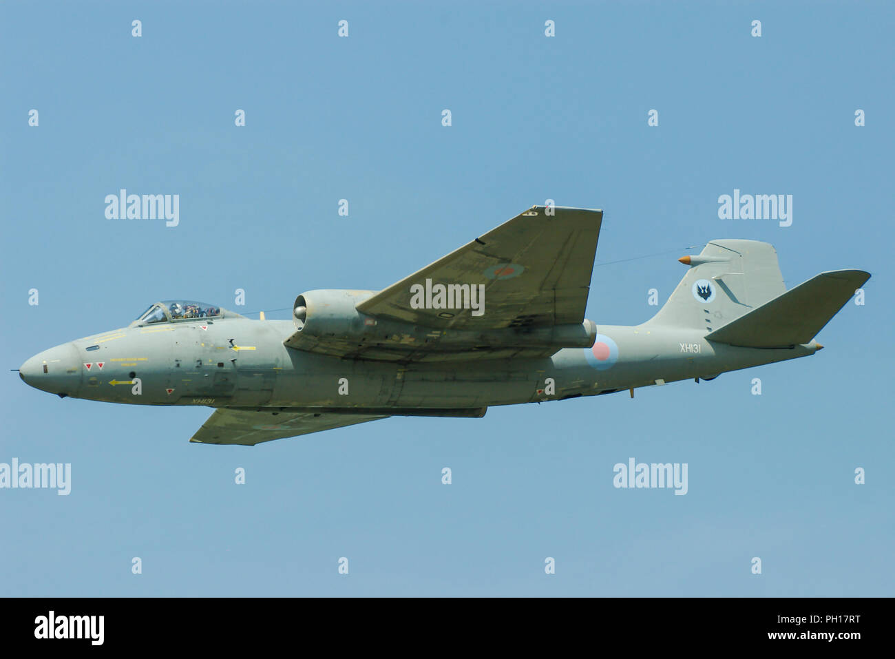 royal-air-force-raf-english-electric-canberra-pr9-vintage-classic-jet-plane-flying-in-blue-sky-shorts-built-canberra-pr9-xh131-spy-plane-photo-reconn-PH17RT.jpg