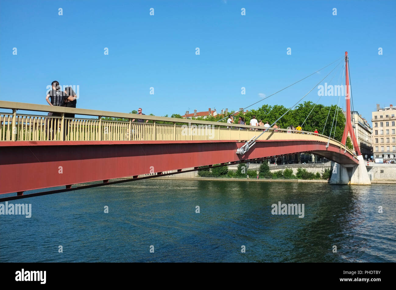 passerelle-du-palais-de-justice-gateway-courthouse-over-the-saone-river-in-lyon-france-PHDTBY.jpg
