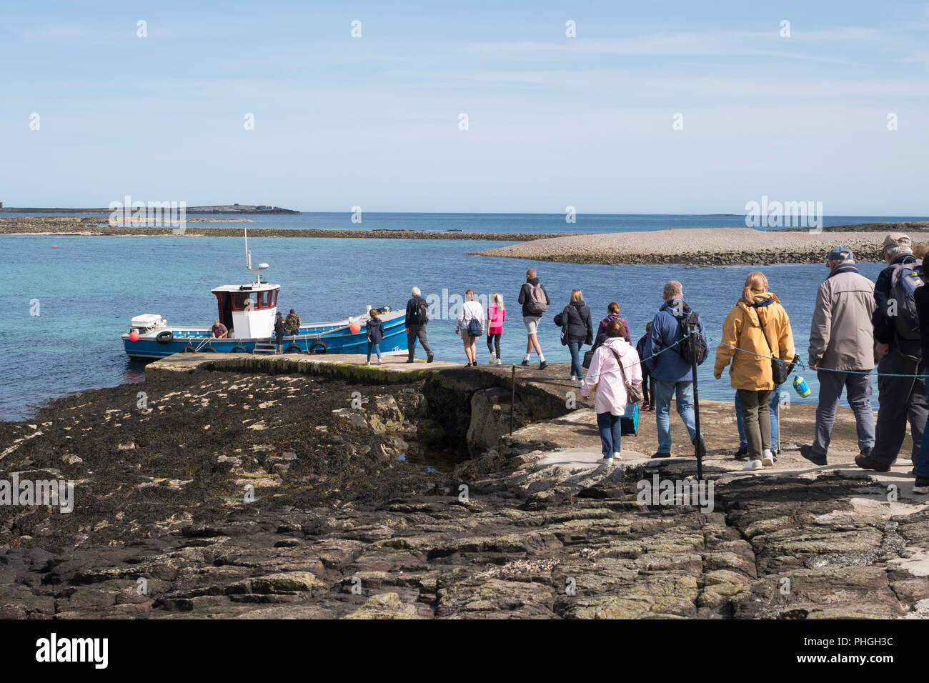 visitors-boarding-billy-shiels-boat-glad