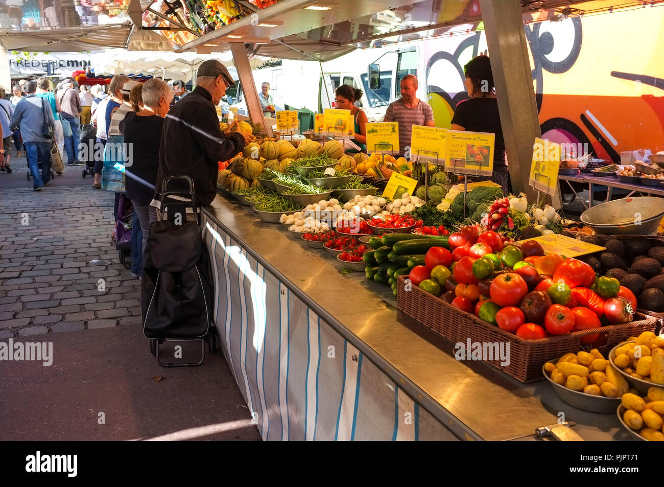 outdoor-food-market-on-the-place-ambroise-courtois-in-lyon-france-PJPT71.jpg