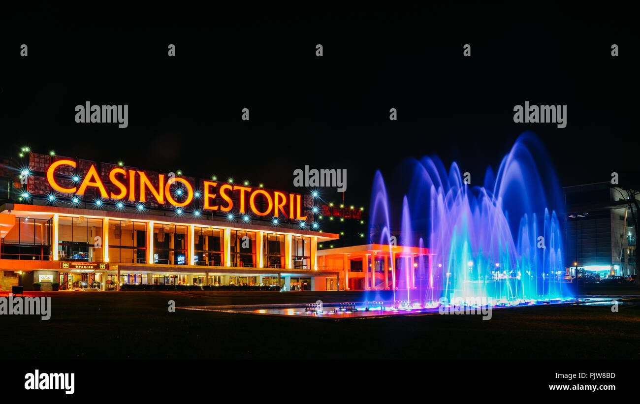 facade-of-the-casino-estoril-with-colourful-fountain-show-at-night-one-of-the-largest-casinos-in-europe-and-an-inspiration-for-ian-flemings-007-PJW8BD.jpg