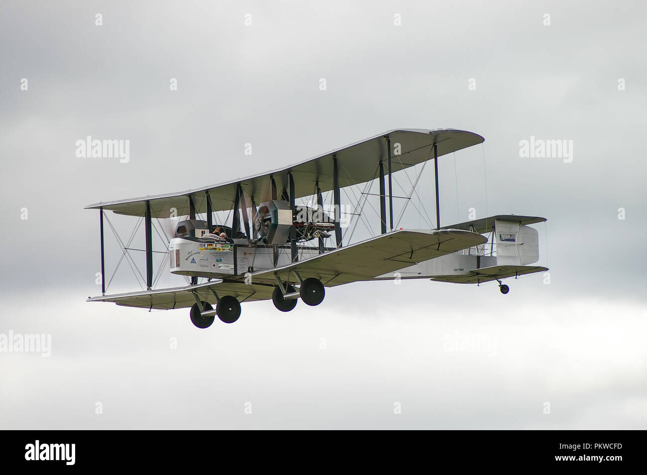 vickers-vimy-british-heavy-bomber-aircraft-plane-biplane-of-first-world-war-great-war-world-war-one-raf-recreated-alcock-brown-atlantic-flight-PKWCFD.jpg