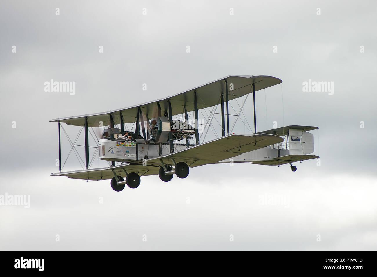 vickers-vimy-british-heavy-bomber-aircraft-plane-biplane-of-first-world-war-great-war-world-war-one-raf-recreated-alcock-brown-atlantic-flight-PKWCFD.jpg
