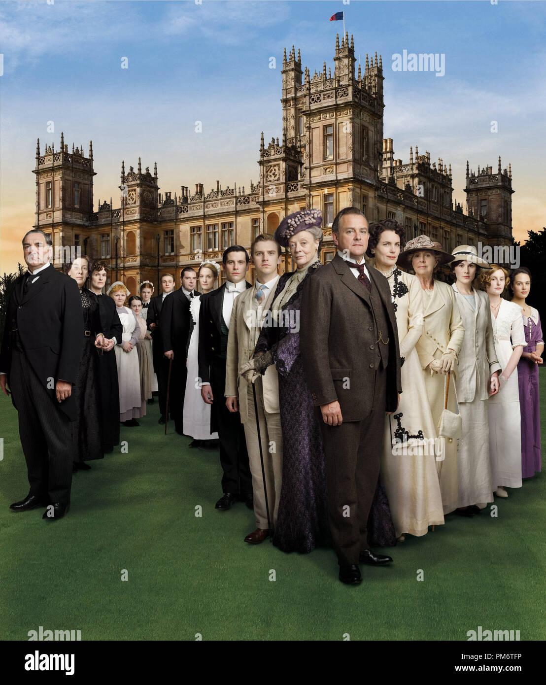 Maggie Smith, Elizabeth McGovern and Cast in Downton Abbey Stock Photo