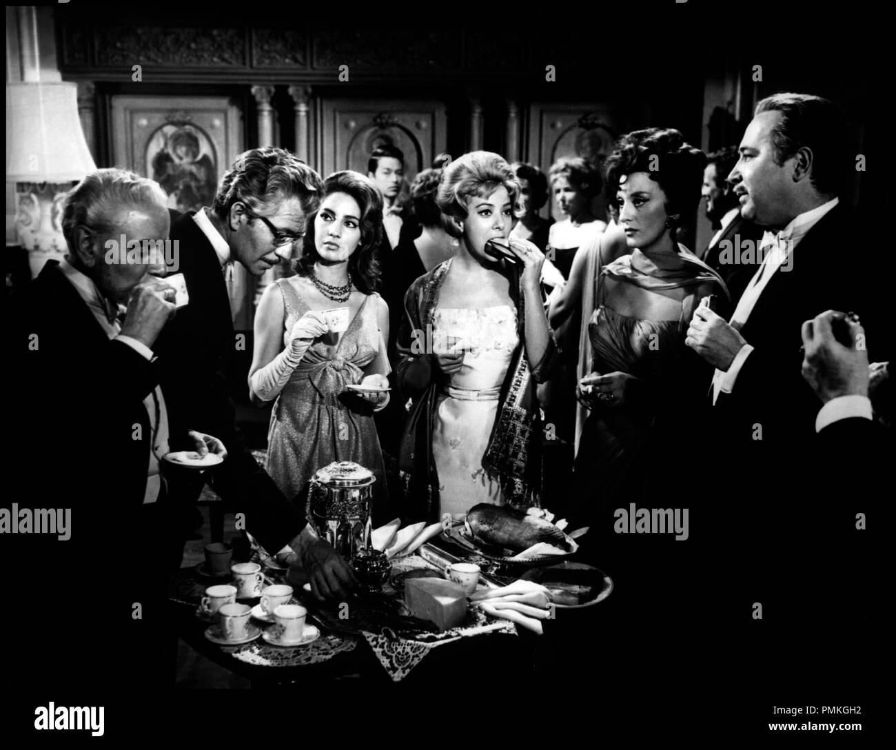 Prod DB © Films 59 / DR L'ANGE EXTERMINATEUR (EL ANGEL EXTERMINADOR) de Luis Bunuel 1962 MEX avec Sylvia Pinal d'apres la piece de Jose Bergamin buffet, manger, reception, dessert, cafe Stock Photo