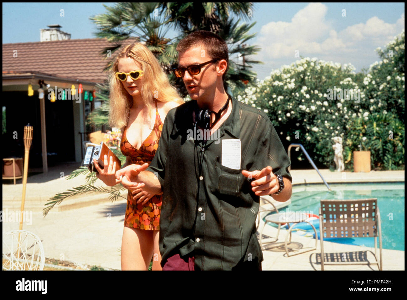 Prod DB © New Line Cinema / DR BOOGIE NIGHTS (BOOGIE NIGHTS) de Paul Thomas Anderson 1997 USA avec Heather Graham et Paul Thomas Anderson sur le tournage Stock Photo