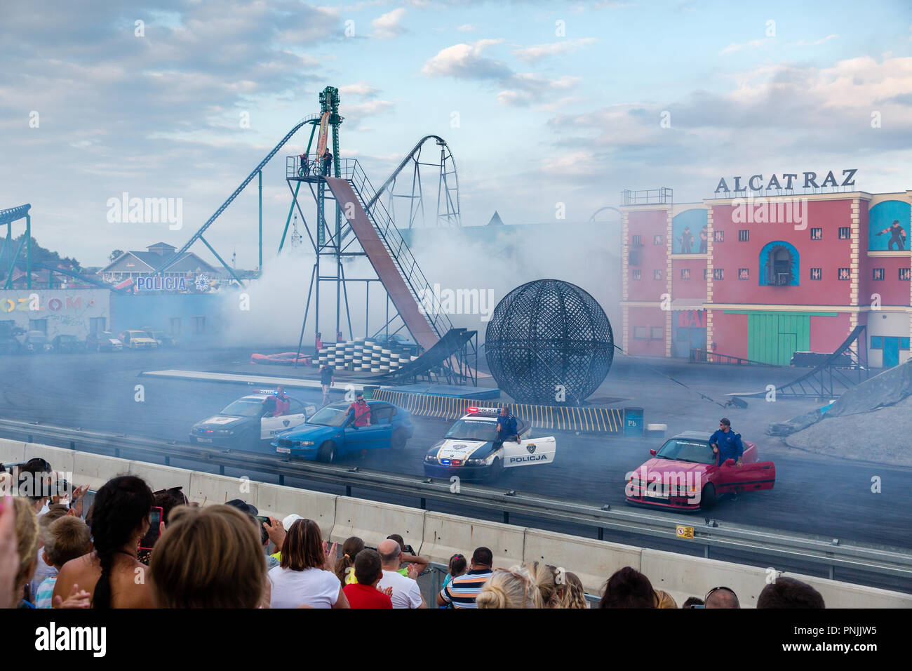 cars-and-bikes-stunts-show-at-energyland