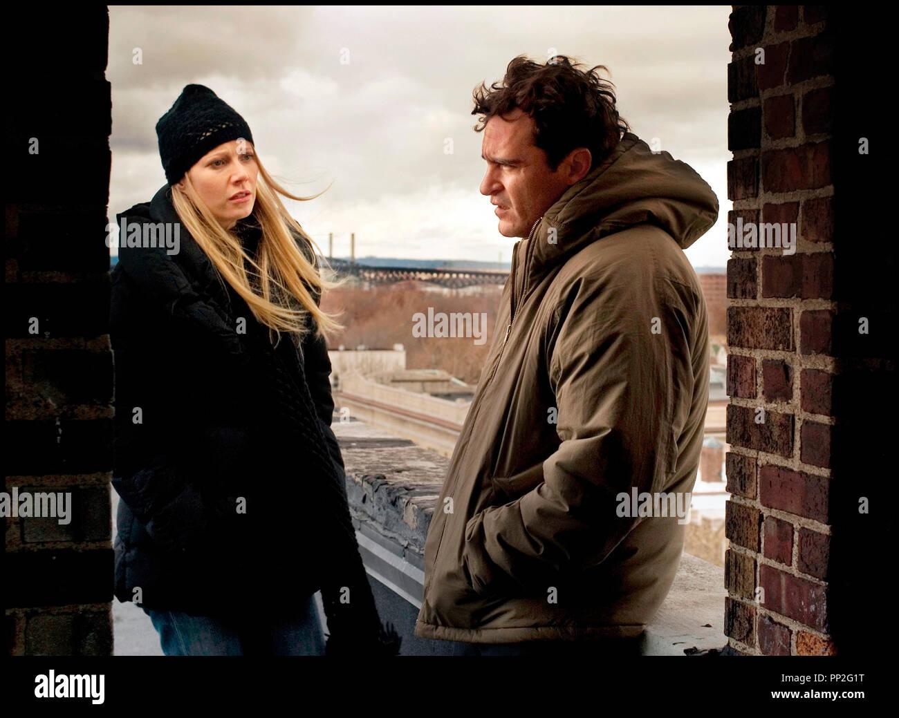 Prod DB © 2929 Productions / DR TWO LOVERS de James Gray 2008 USA avec Gwyneth Paltrow et Joaquin Phoenix rendez-vous, hiver, froid, doudoune, blouson, bonnet Stock Photo