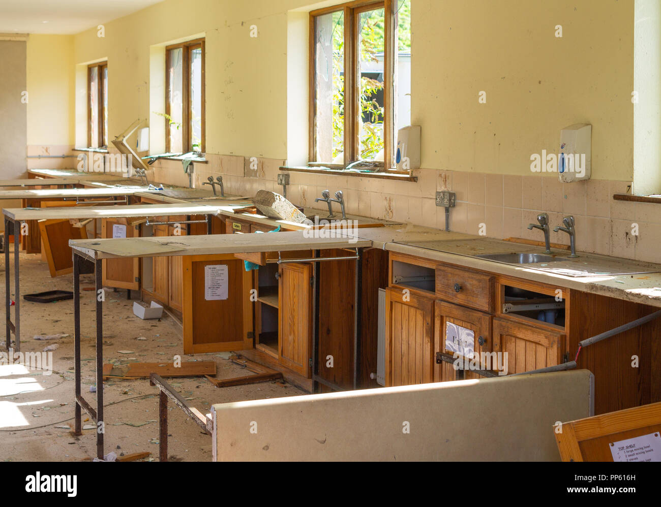 old-derelict-school-building-thats-been-abandoned-and-vandalised-suffered-vandalism-PP616H.jpg