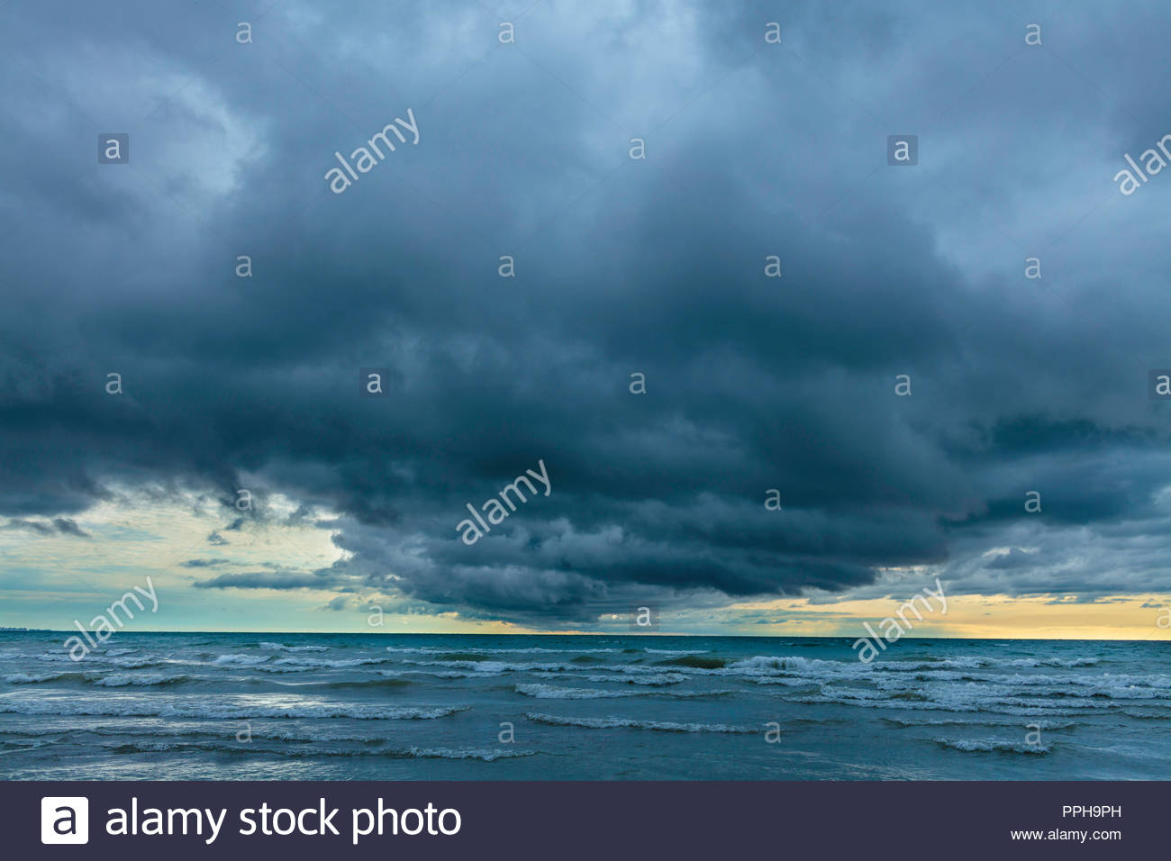 gathering-storm-clouds-severe-weather-th