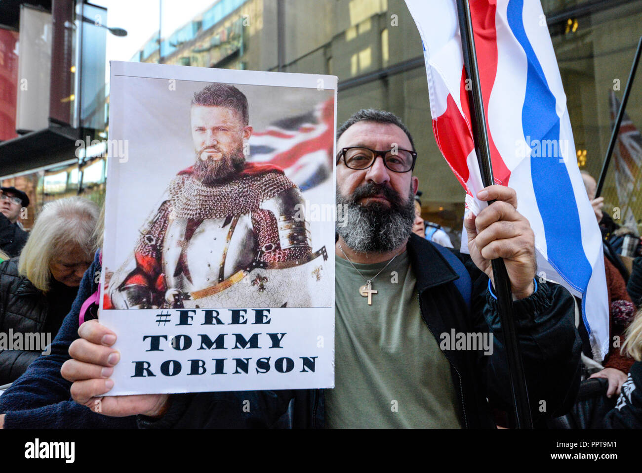 protesters-as-tommy-robinson-aka-stephen-yaxley-lennon-appeared-in-the-central-criminal-court-old-bailey-london-accused-of-contempt-of-court-PPT9M1.jpg