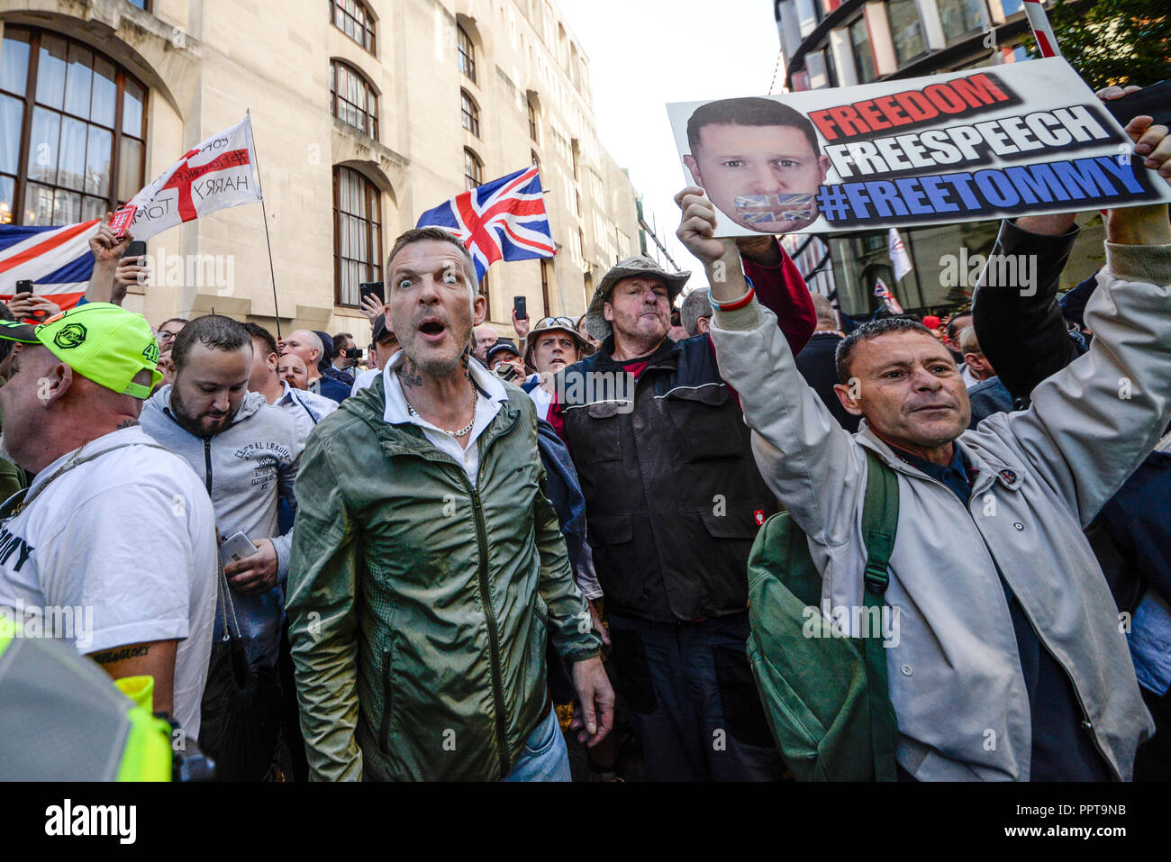 protesters-as-tommy-robinson-aka-stephen-yaxley-lennon-appeared-in-the-central-criminal-court-old-bailey-london-accused-of-contempt-of-court-PPT9NB.jpg