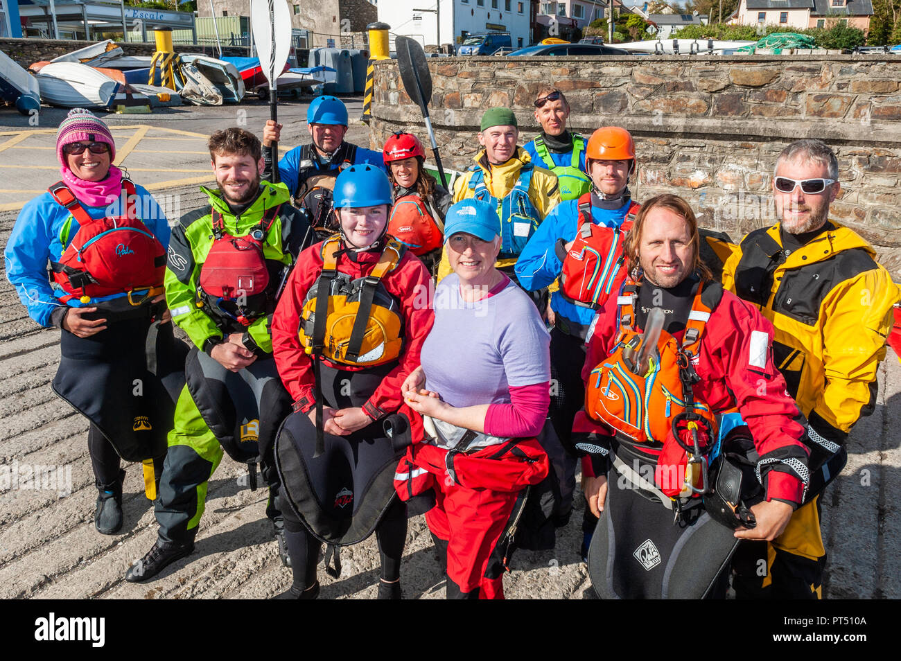 Schull, West Cork, Ireland. 6th Oct, 2018.  On a beautiful day in West Cork, Association members pose for a group photo. Today's activities culminate this evening in a dinner dance at the Schull Harbour Hotel. Credit: Andy Gibson/Alamy Live News. Stock Photo