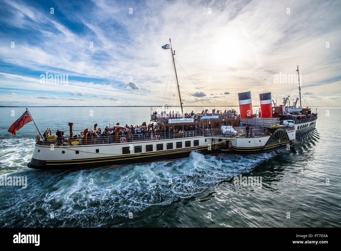 paddle-steamer-waverley-pulling-away-from-southend-pier-on-the-thames-estuary-with-passengers-heading-towards-london-space-for-copy-PT7DXA.jpg