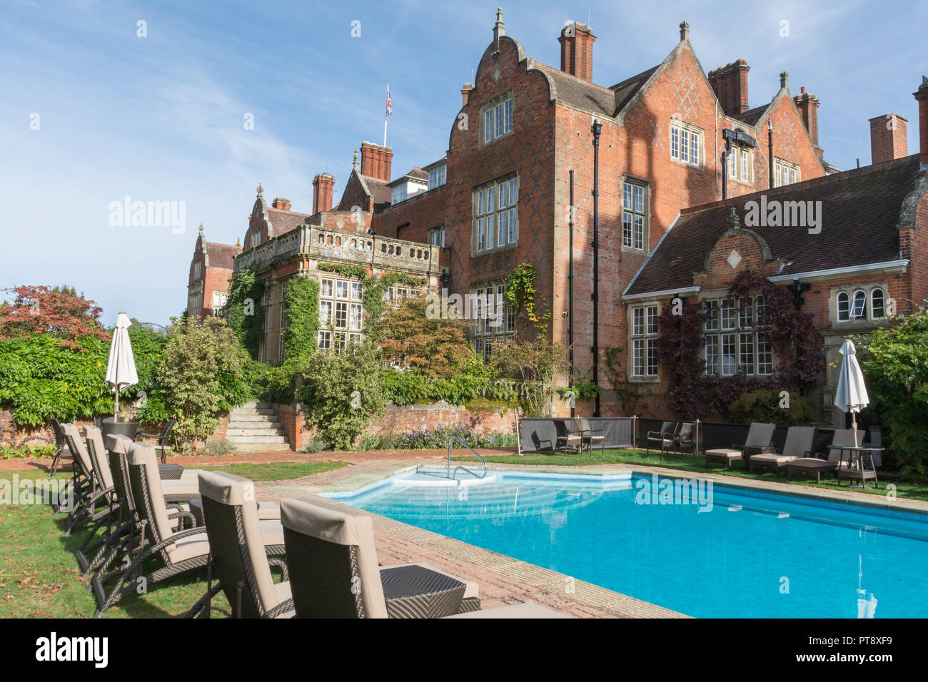 tylney-hall-swimming-pool-and-gardens-a-grand-victorian-mansion-and-now-an-upscale-country-hotel-near-rotherwick-in-hampshire-uk-PT8XF9.jpg