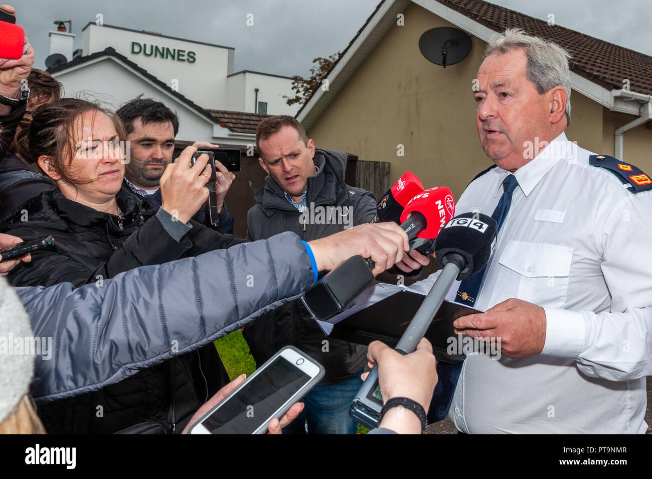 Macroom, West Cork, Ireland. 8th Oct, 2018. Garda Superintendent Michael Fitzpatrick from Macroom Garda Station give a press conference at the scene of a fatal stabbing in Dan Corkery Place, Macroom. The State Pathologist is due on the scene at 4pm today. Credit: Andy Gibson/Alamy Live News. Stock Photo